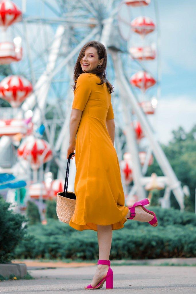 Pentru-Ca_Yellow-Creators_Ana-Drobot-Yellow-Summer-Dress-pink-block-heel-sandals_Look